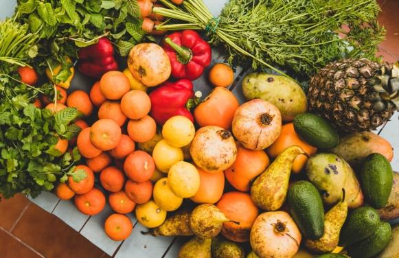 góra warzyw i owoców