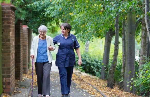 opieka nad osobą starszą pomoc